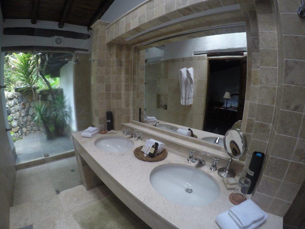 Inkaterra Machu Picchu Pueblo suite bathroom