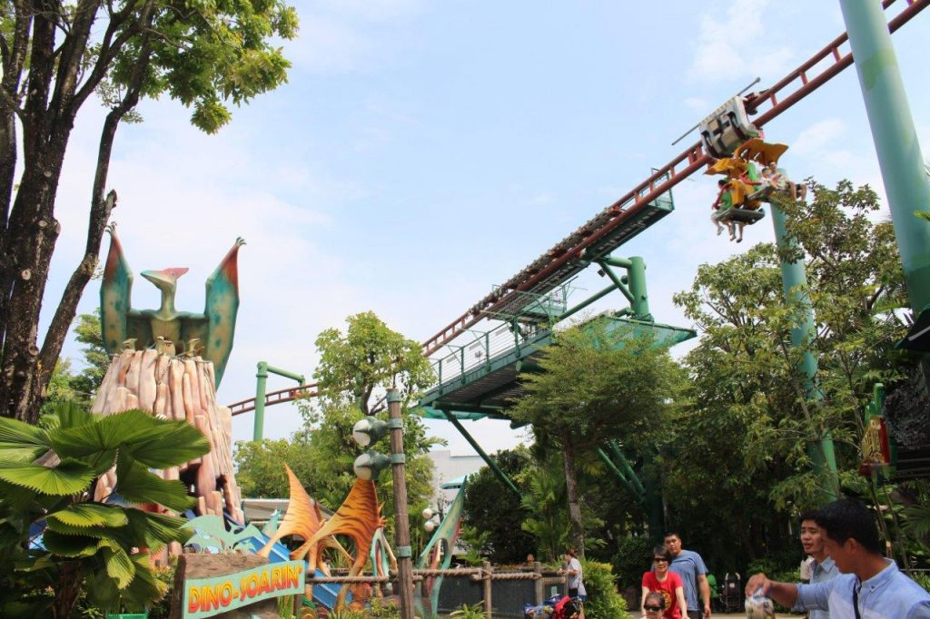 We didn't have to wait in the queue more than few minutes in the attractions at Universal Studios Singapore