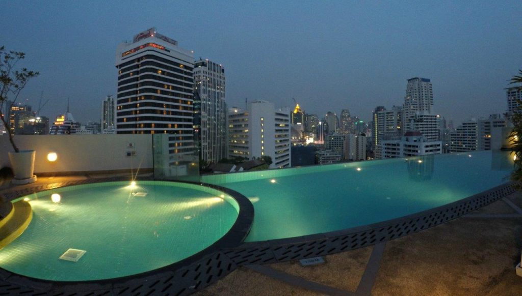 A nice shot of the swimming pool on the roof of Shama Sukhumvit Bangkok