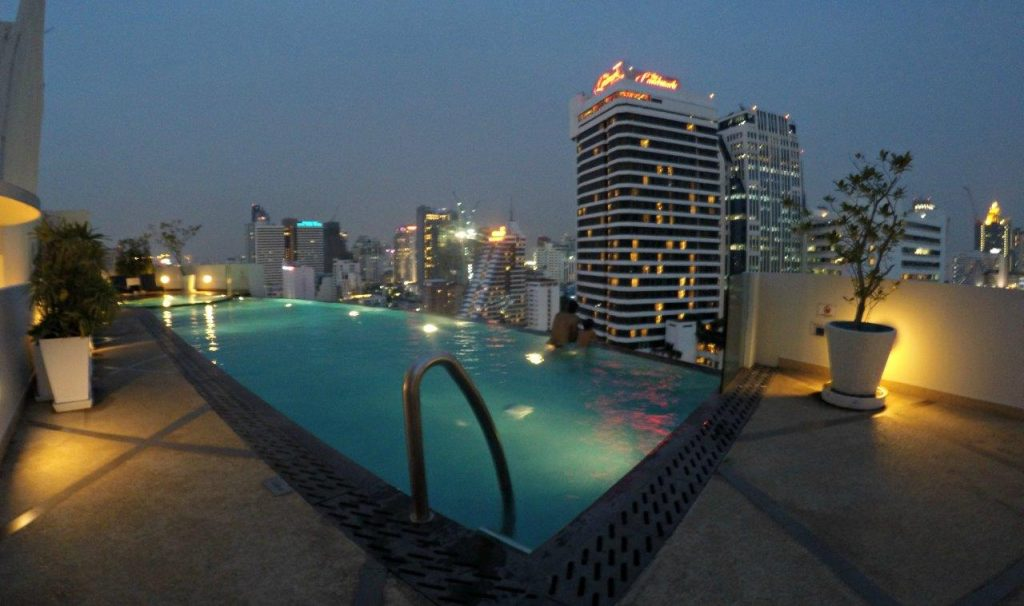 Infinity pool at Shama Sukhumvit Bangkok, with great views to the city
