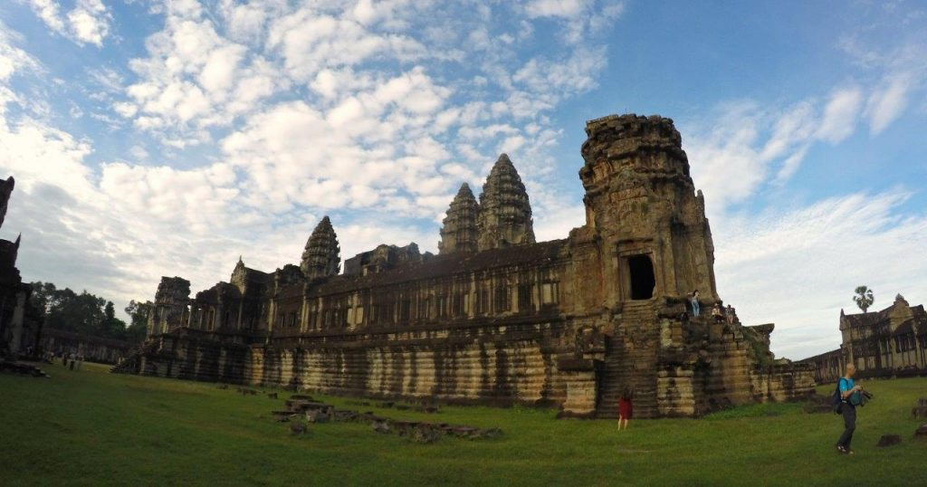 It is believed that more than 20.000 people lived within the walls of Angkor Wat in Siem Reap