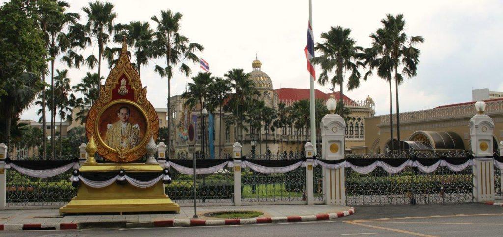 Thailand was mourning their beloved King Bhumibol Adulyadej when we arrived