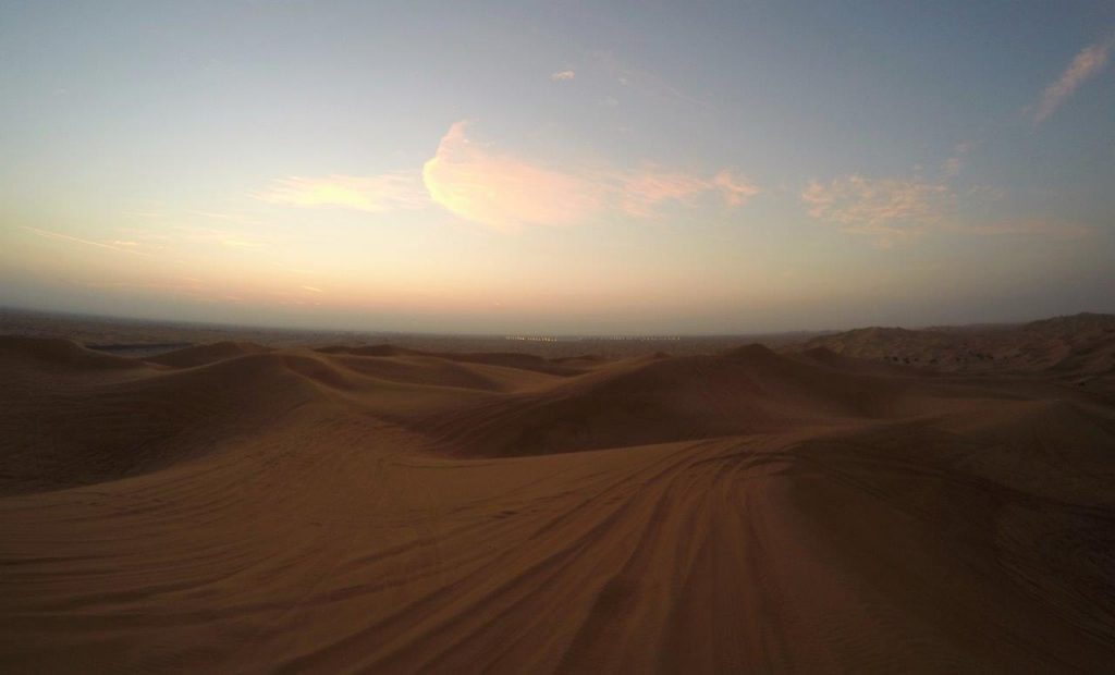 Sunrise in the desert, a last tour in the Emirates before