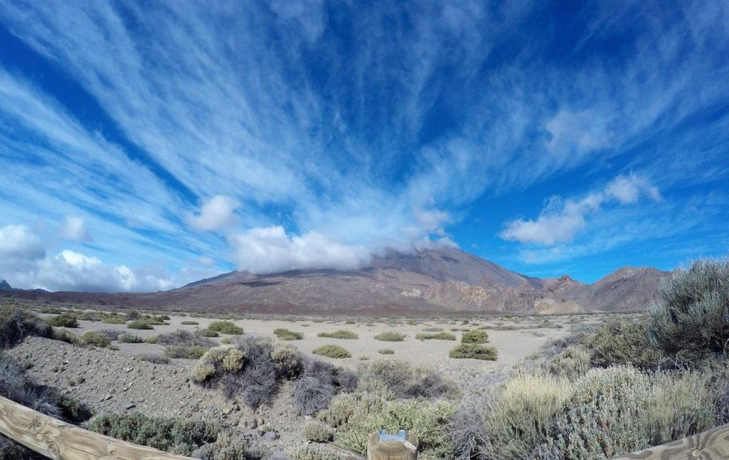 the volcano Chinyero in Tenerife and the show of clouds, while we explored this pleasant Tenerife sendero